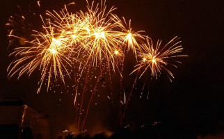 Ribuan Tembakan Kembang Api Sambut Tahun Baru 2020 di TMII - JPNN.com