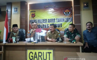 Ditangkap Polisi, Penginjak Al-Quran Menangis - JPNN.com