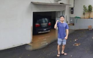 Rumah Ikut Terkena Banjir, Nicky Tirta: Awesome! - JPNN.com