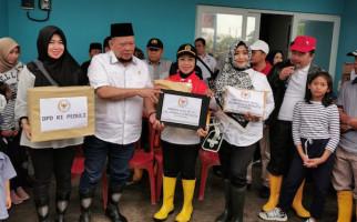 Ketua DPD RI Lanyalla Sambangi Korban Banjir - JPNN.com
