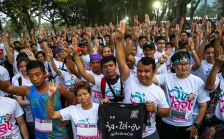 Unik, Ribuan Warga Thailand Lari Pagi demi Menggulingkan Pemerintah - JPNN.com