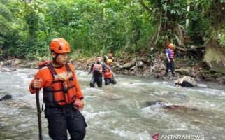 Santri yang Hanyut di Sungai Cisindangbarang Belum Ditemukan - JPNN.com