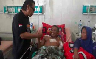 Coba Selamatkan Motor, Pria Ini Terluka Parah Dibacok Begal Sadis - JPNN.com