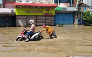 Banjir di Kabupaten Bandung Belum Surut, Akses Jalan Terputus - JPNN.com