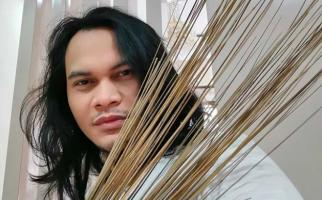 3 Berita Artis Terheboh: Arie Untung Bicara Virus Mematikan, Mbah Mijan Kirim Doa - JPNN.com