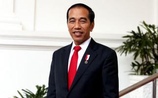 Jokowi Bagikan Sembako ke Ojol di Harmoni - JPNN.com