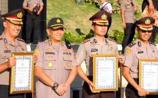 Top! AKBP Dony Setiawan Terima Pin Emas Kapolri - JPNN.com