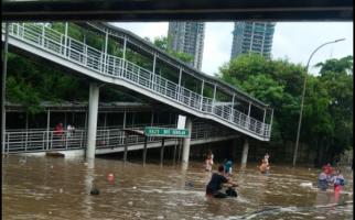 Jakarta Banjir, ini Update Terkini Rute Layanan Transjakarta - JPNN.com