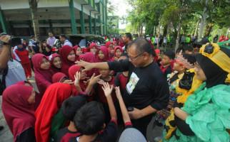 Berkunjung ke SDIT Siti Hajar, Akhyar: Jangan Lupa Berdoa kepada Allah - JPNN.com