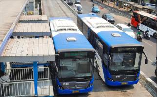 Cegah Penularan Corona, Anies Mengurangi Jam Operasi MRT dan Transjakarta - JPNN.com