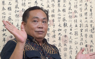 Arief Poyuono Mengaitkan Munculnya Cacing Tanah dengan Jokowi - JPNN.com