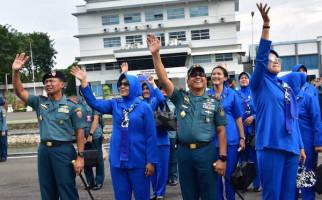 Panglima Komando Armada II Melepas Keberangkatan KRI Makassar-590 - JPNN.com
