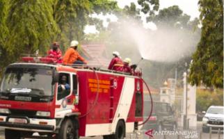 Mobil Pemadam Kebakaran Kini Dikerahkan untuk Semprot Disinfektan - JPNN.com
