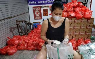 Melanie Subono Turun Tangan Bagikan Sembako untuk Masyarakat - JPNN.com