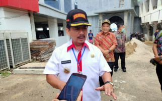Pak Herman Menyerahkan 314 SK CPNS, Selamat Ya - JPNN.com