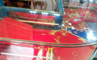 Detik-detik Peristiwa Perampokan Toko Emas di Pasar Kemiri - JPNN.com