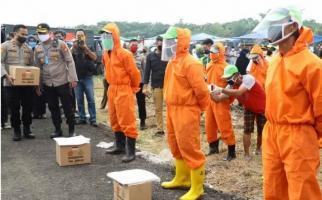 Pimpin Operasi Polri Lawan COVID-19, Komjen Agus Datangi Kuburan - JPNN.com