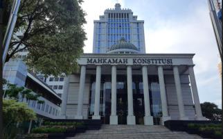 UU Cipta Kerja Digugat, Pengamat: Ditunggu Kejujuran MK, Nurani vs Politis - JPNN.com
