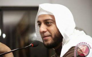 Syekh Ali Jaber Ditusuk Saat Berceramah di Atas Mimbar, Bagaimana Kondisinya? - JPNN.com