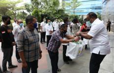 Kementerian PUPR Salurkan Bansos 56.125 Kantung Sembako Secara Serentak di 34 Provinsi - JPNN.com