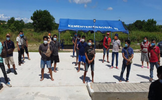 17 Laki-laki dan 2 Perempuan Terjaring Operasi Bakamla di Pelabuhan Tikus - JPNN.com