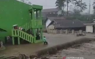 Permukiman Warga Diterjang Banjir Lumpur - JPNN.com
