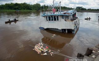 Kapal Pengangkut Sembako Karam, Ribuan Warga Datang Menjarah Muatan - JPNN.com