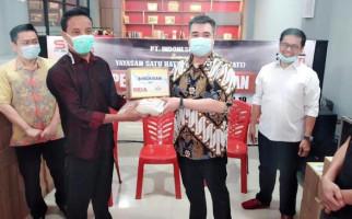 Yayasan Sehati Serahkan Paket Sembako Kepada Anak Kos Hingga Janda di Tangerang - JPNN.com