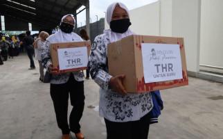 Ratusan Guru Honorer di Malang Terharu Dapat Bingkisan THR - JPNN.com