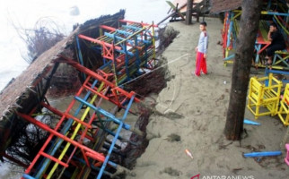 Puluhan Pondok Kafe Wisata Ini Amblas ke Laut, nih Lihat - JPNN.com