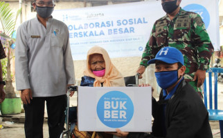 Human Initiative Salurkan Bantuan Paket Sembako dan Makanan Siap Saji Untuk Warga Cilincing - JPNN.com