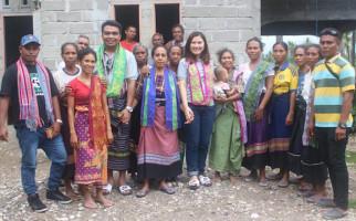 Kelompok Tenun Ikat KDI Malaka Besutan Emanuel Bria Kebanjiran Pesanan - JPNN.com