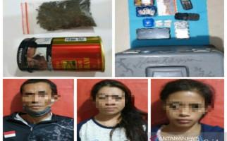 1 Pria dan 2 Wanita Tertangkap Basah Melakukan Perbuatan Terlarang, nih Fotonya - JPNN.com