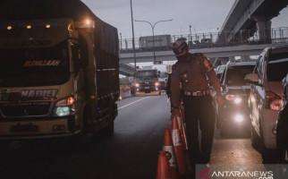 Polres Karawang Putar Balik Ribuan Kendaraan yang Akan ke Jakarta - JPNN.com