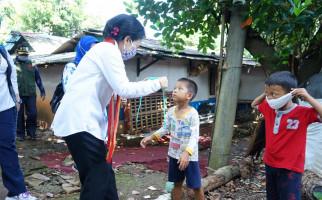Menteri Bintang Bagikan 1.287 Paket Untuk Perempuan dan Anak - JPNN.com