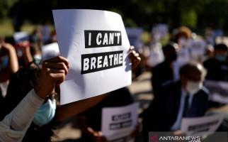 Wali Kota Los Angeles Ikut Berlutut Bersama Demonstran George Floyd - JPNN.com
