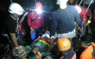 Ahmad Satiri 10 Jam Terjepit Batu, Evakuasi Berlangsung Dramatis - JPNN.com