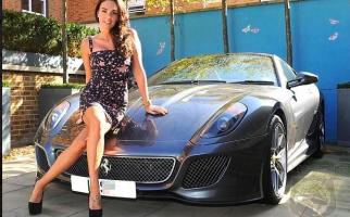 Diisukan Mencuci Mobil Ferrari Sutradara Demi Dapat Peran, Begini Penjelasan Megan Fox - JPNN.com