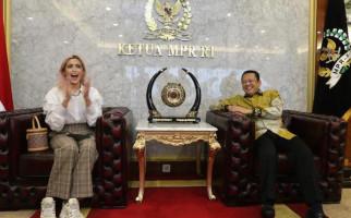Vlog Bareng Jesica Iskandar, Bamsoet Sosialisasikan Empat Pilar MPR RI - JPNN.com