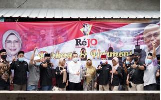Rejo dan Azizah Kembali Bagikan Ribuan Sembako di Tangsel - JPNN.com