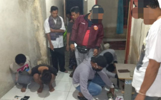 Empat Pemuda yang Tengah Berbuat Terlarang di Sebuah Rumah Digerebek, Lihat Fotonya - JPNN.com