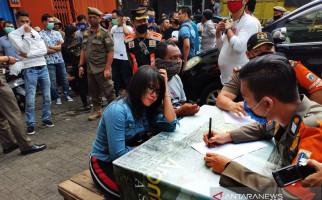 Pengunjung Top One Sempat Dikurung Berjam-jam di Tempat Gelap dan Pengap, Handphone Disita - JPNN.com
