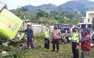 Truk Tabrak Vila di Puncak, Sampai Kayak Begini, Ngeri - JPNN.com