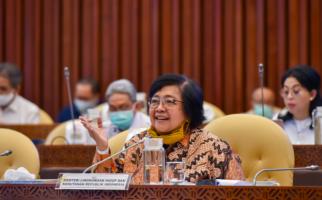 Menteri Siti Menyampaikan Laporan Pelaksanaan Program Strategis KLHK di Raker Komisi IV - JPNN.com