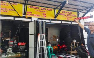 Bengkel ini Jadi Sepi Gara-Gara Viral Tambal Ban Rp 600 ribu, Pemilik Tetap Semangat - JPNN.com