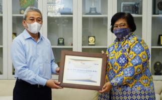 Momentum HUT Ke-75 Pajak, Menteri LHK Siti Nurbaya Terima Penghargaan - JPNN.com