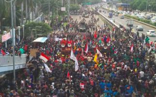 5 Berita Terpopuler: Massa Lempari Polisi dengan Botol Plastik, Jokowi Utus 1 Menko dan 5 Menteri, Klaster KTI - JPNN.com
