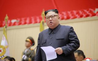 Kim Jong Un Menangis di Hadapan Rakyat Korut, Ekspresi Tulus atau Air Mata Buaya? - JPNN.com