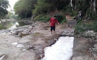 Bau Menyengat dari Sungai Cileungsi, Sudah Satu Minggu - JPNN.com