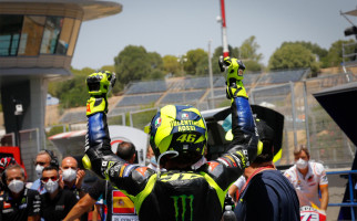 Valentino Rossi Berhenti di Depan Toilet, Seperti Melihat Ada Penonton di Sirkuit Jerez - JPNN.com